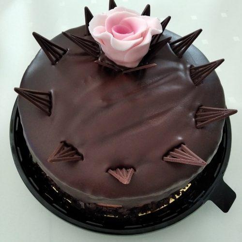 czekoladowy z różą